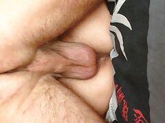 روسپی روی تخت در جوراب شلواری بدن خود عگس سیکسی را سکته می کند