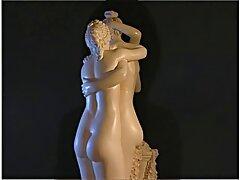 لزبین ها که به یکدیگر لیس می زنند ، در عکس فیلمسکسی استخر می شوند